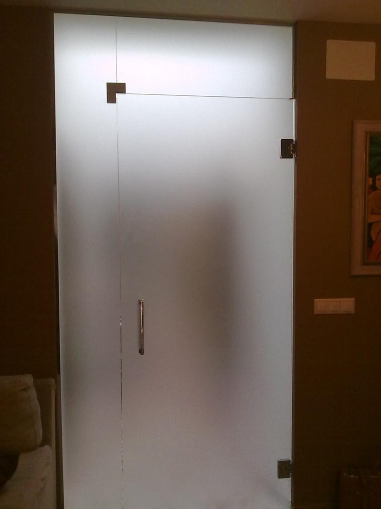 puerta de cristal templado abatible con fijo lateral y su