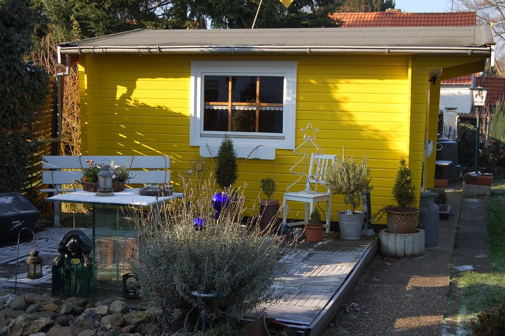 gartenhaus winter 2010 unser gartenhaus mit neuer farbe. Black Bedroom Furniture Sets. Home Design Ideas