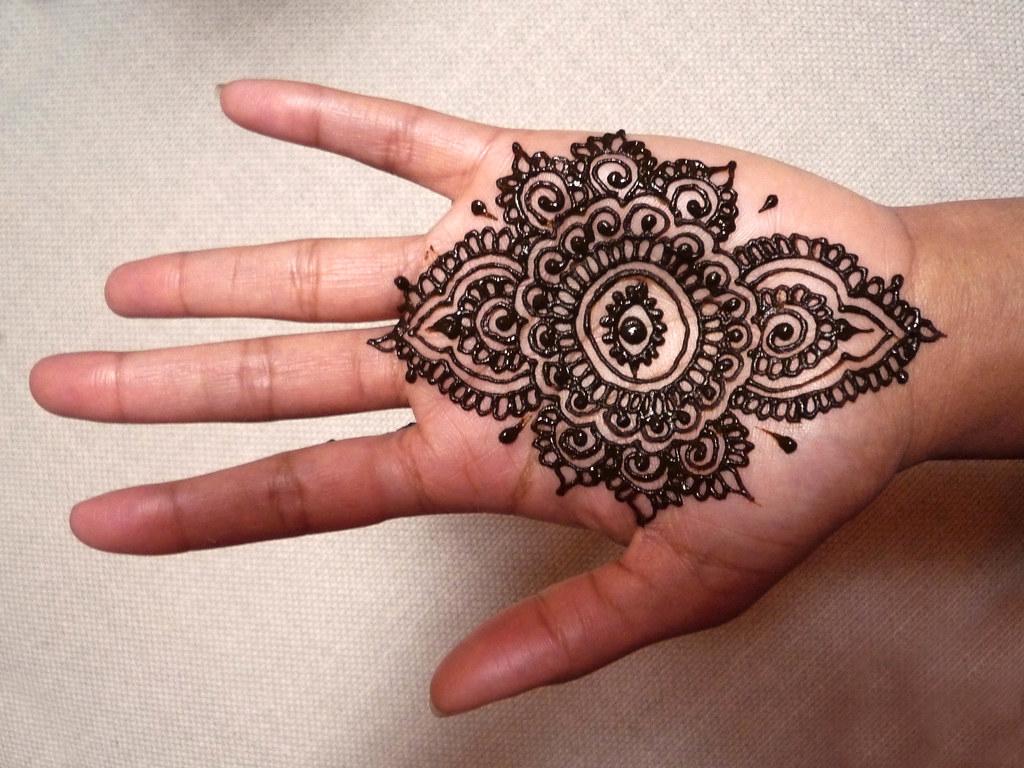 """Henna Eye Tattoo: Putting The """"eye"""" In India"""