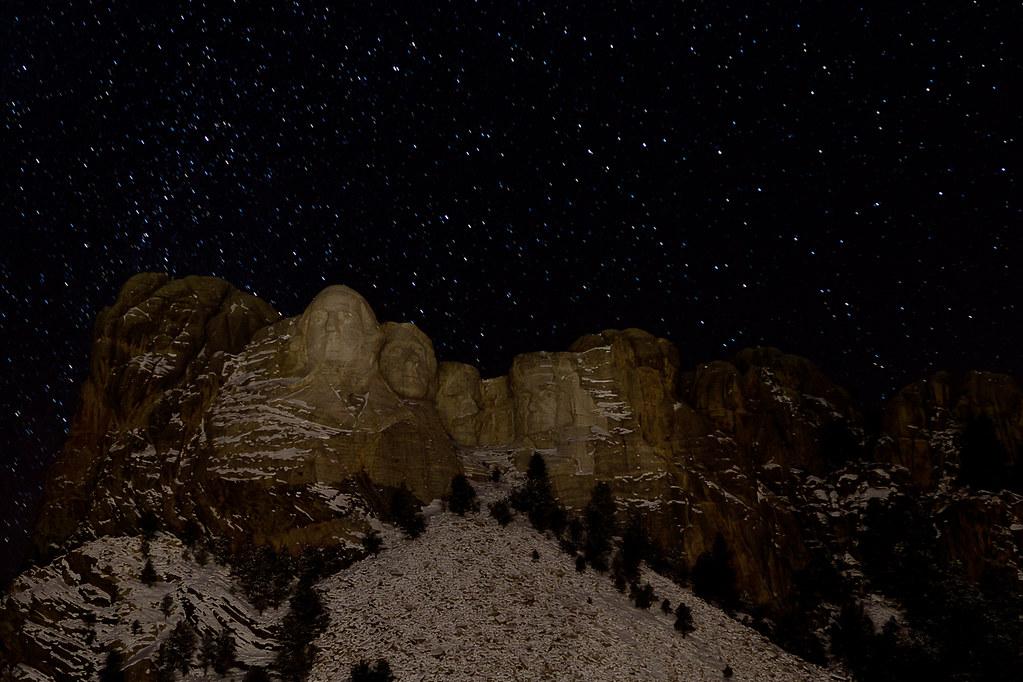 Mt. Rushmore at Night | 30 Second exposure: aim and focus ...