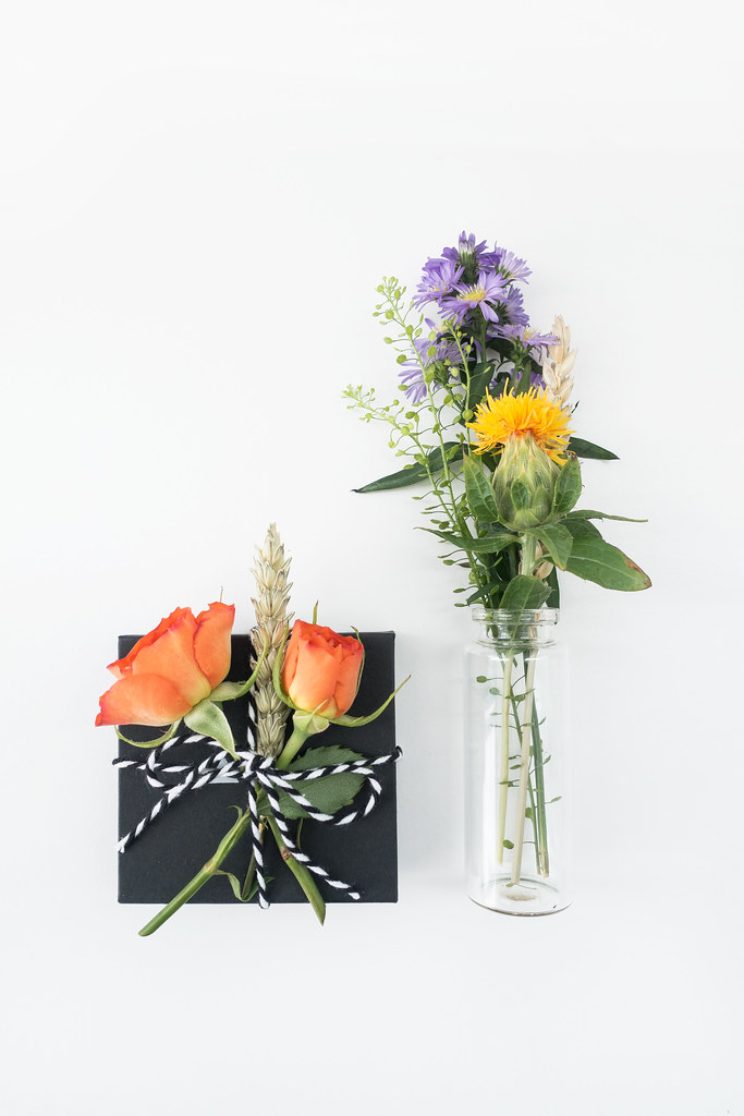 Gift Wrapping With Flowers