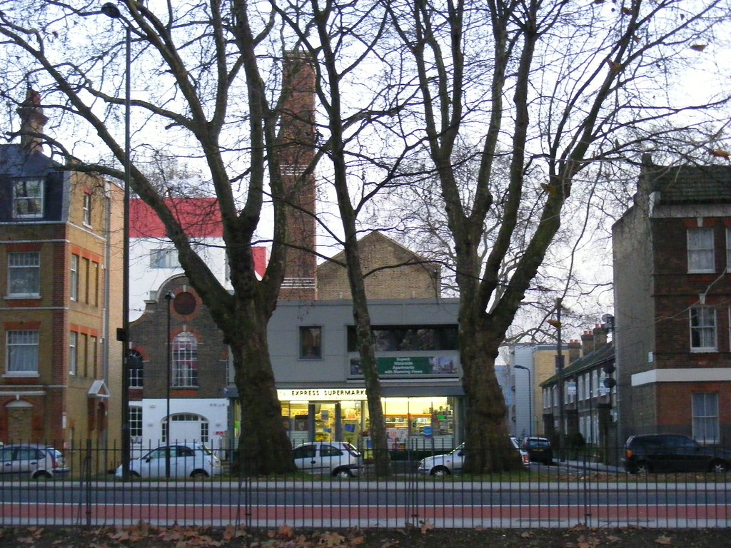 Lea Bridge Road Mosque Italian Restaurant