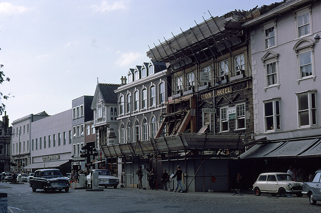 Red Lion Hotel after lorry crash! Truro 1967   In the ...