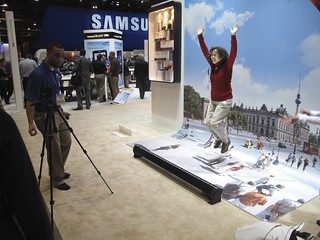 Samsung DualView ST600 (the jump camera!) | by International CES