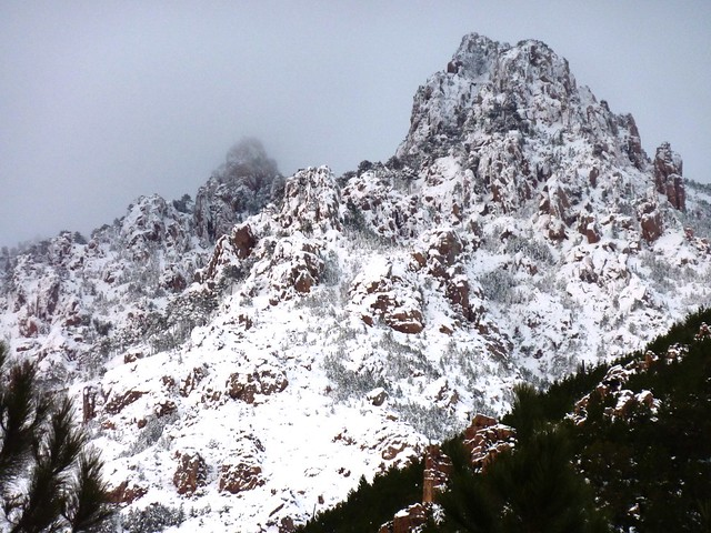 Punta di Monte Sordu depuis le sentier de Mela/Sainte-Lucie