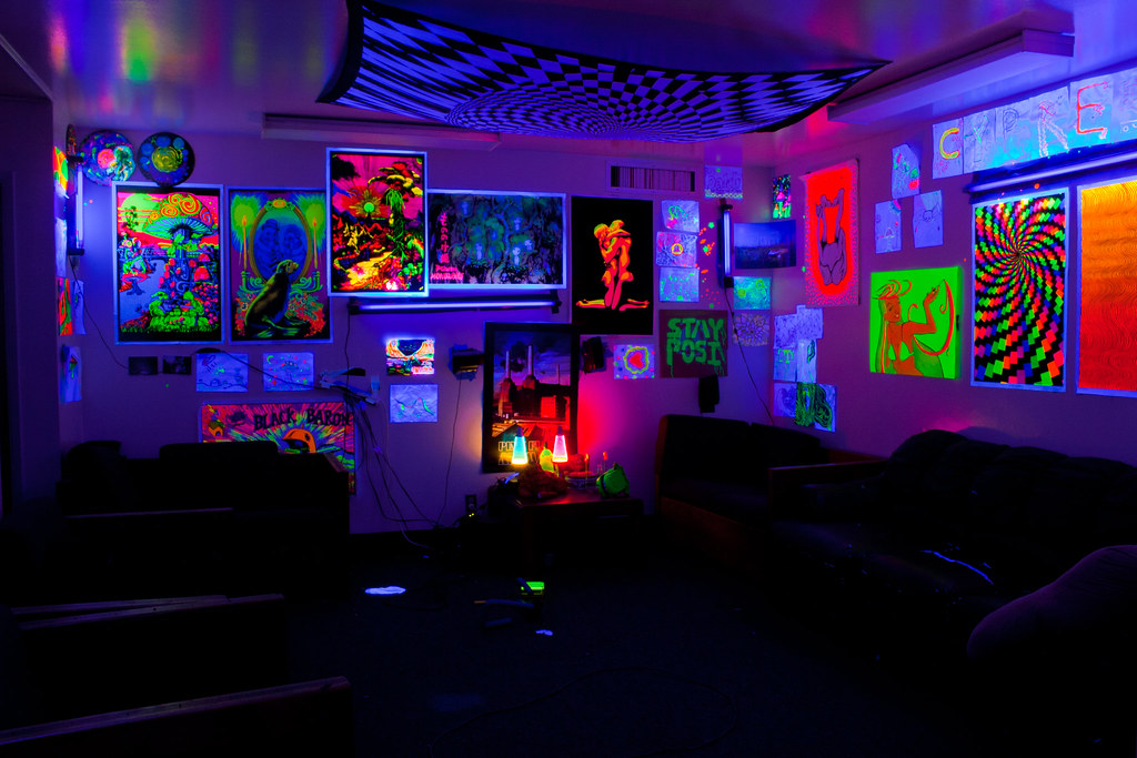 Cypress 7 i miss it my blacklight dorm living room for Neon bedroom decor