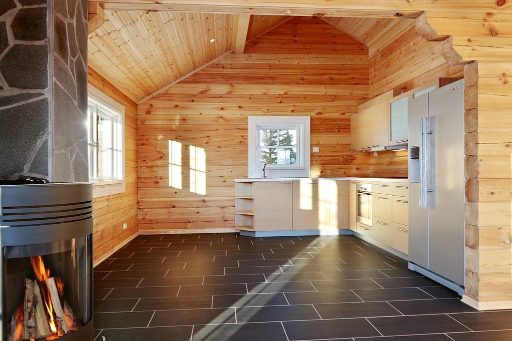 Interieur foto van een houten huis logwoning wonen in h flickr - Houten chalet interieur ...