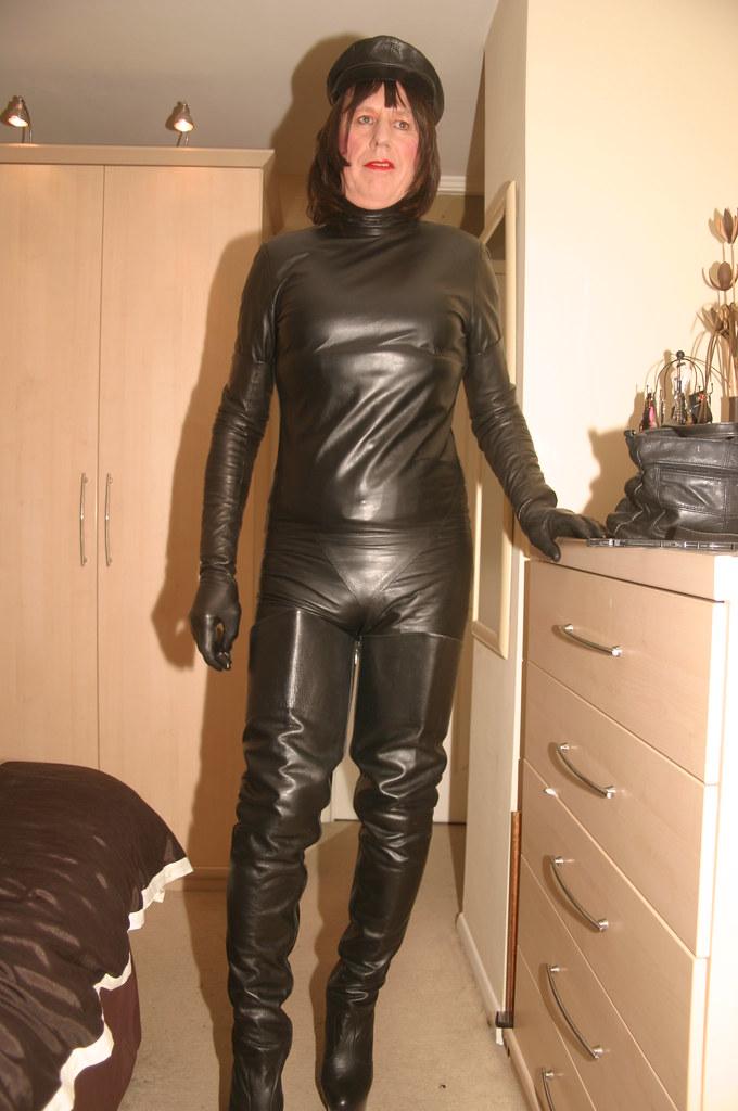 Black leather mask mistress of ceremonies 7