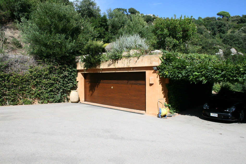 Rent A Garage To Work On Your Car Tucson