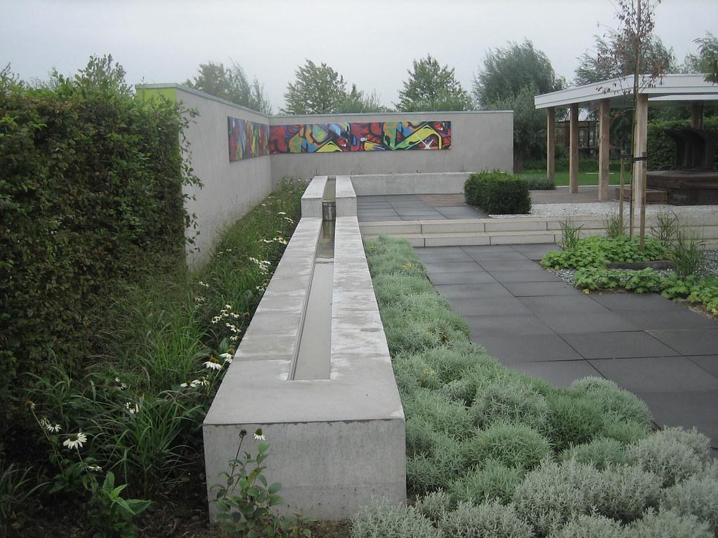 Rechte smalle verhoogde vijver tuinen van appeltern for Rechte vijver