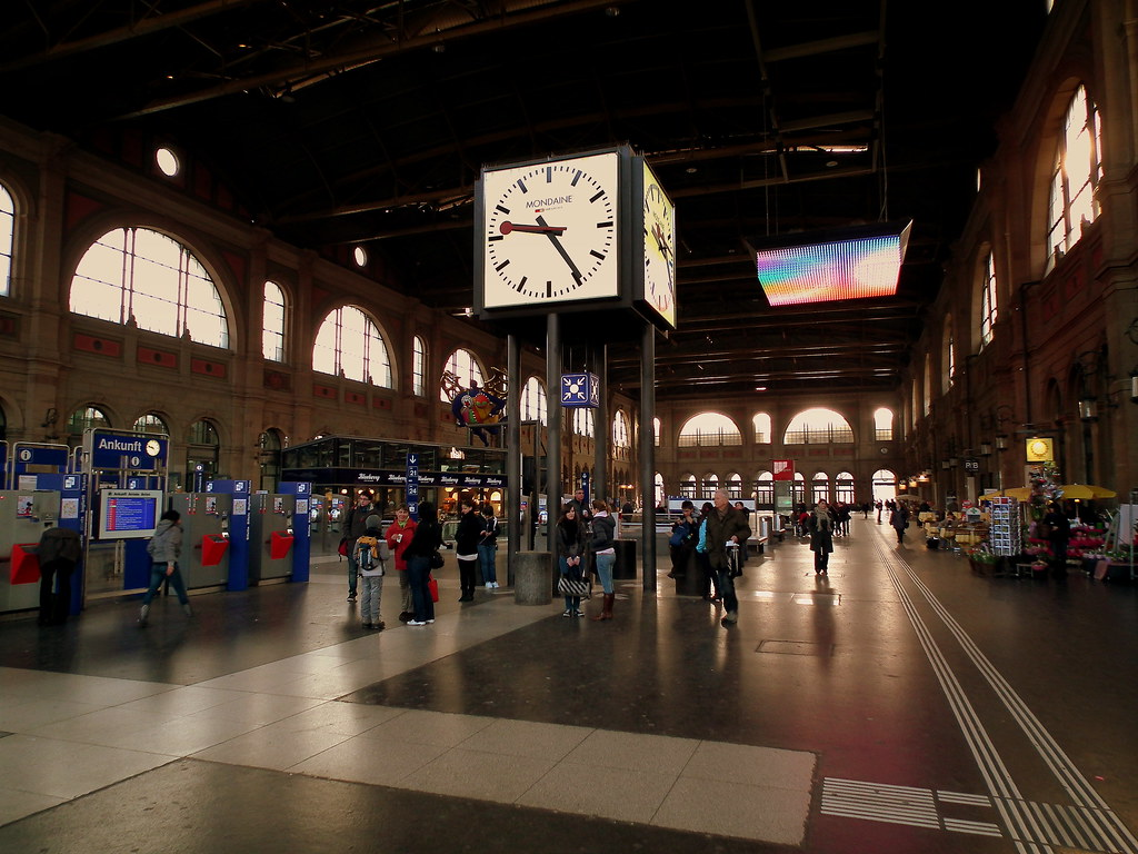 Zurich haupt bahnhof march 2011 stephen j mason - Avant haus madrid ...