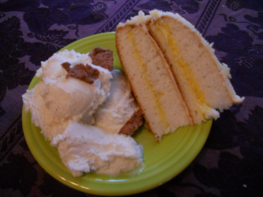 Lemonlayer Cake With Fluffy White Icing