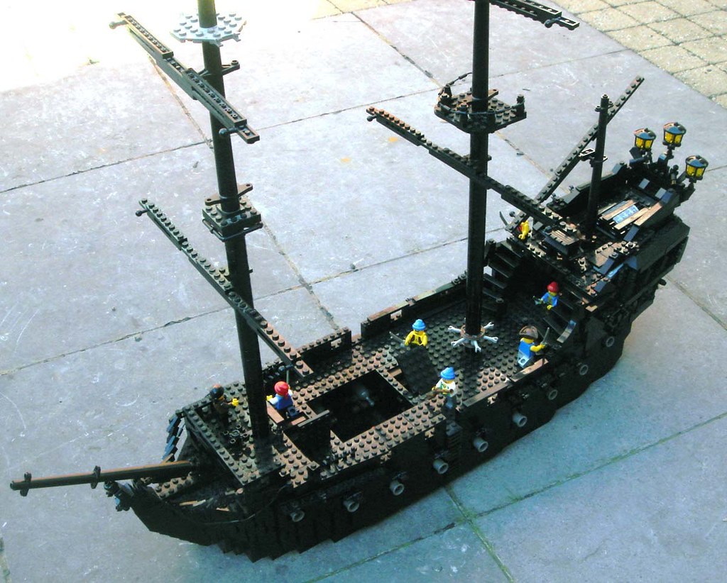 Lego Black Pearl overall view The magnificent ghostship fr. Flickr