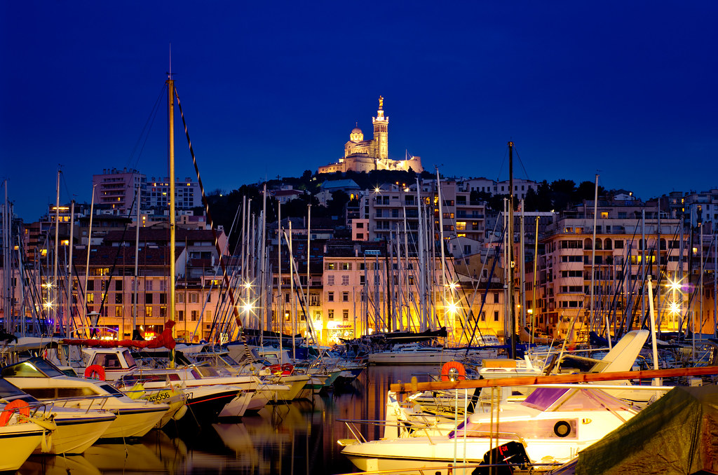 marseille de nuit vieux port et notre dame de la garde flickr. Black Bedroom Furniture Sets. Home Design Ideas