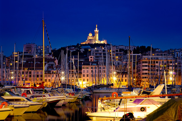 marseille de nuit vieux port et notre dame de la garde flickr photo sharing. Black Bedroom Furniture Sets. Home Design Ideas