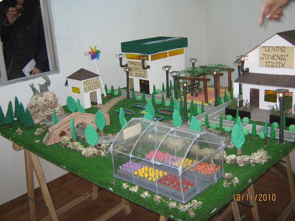 Escuela taller en burgo modelo de una maqueta de obra for Sillas para una maqueta