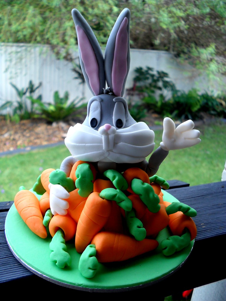 Hubby S Cake Hand Modeled Bugs Bunny In Fondant This