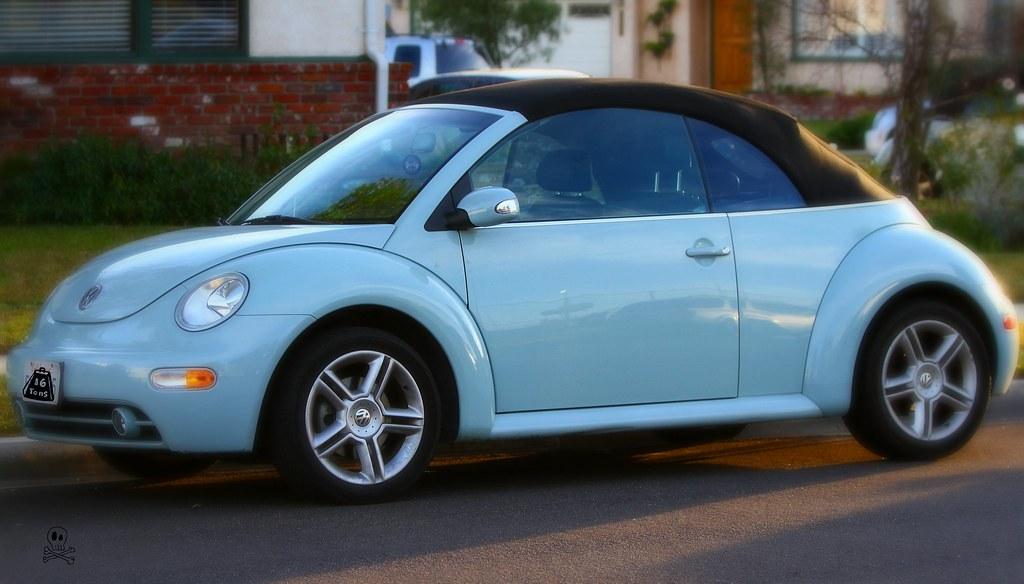 Heaven Blue Metallic Volkswagen Beetle Convertible 2010 20