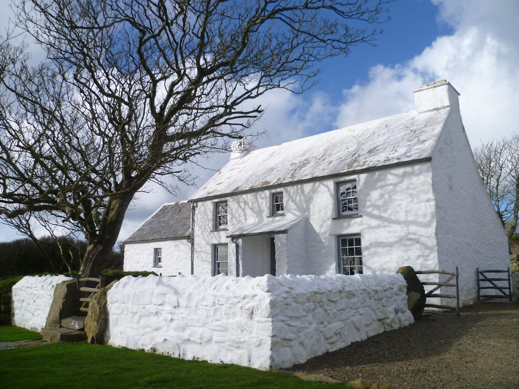 Bwthyn trehilyn griff rhys jones latest pembrokeshire for Family home plans com