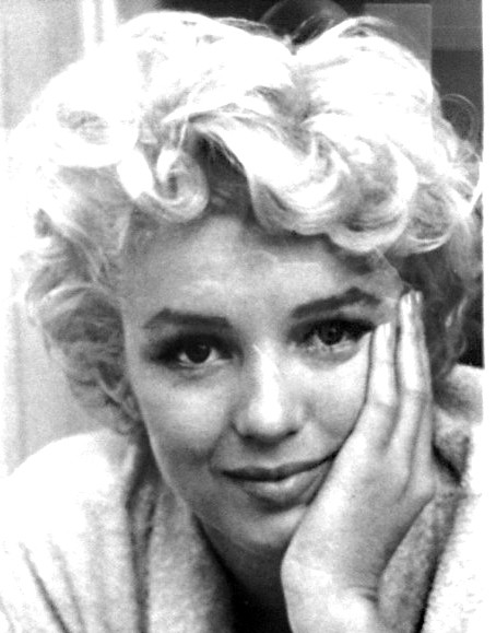 i found this framed picture of marilyn monroe in the men 39 s flickr. Black Bedroom Furniture Sets. Home Design Ideas