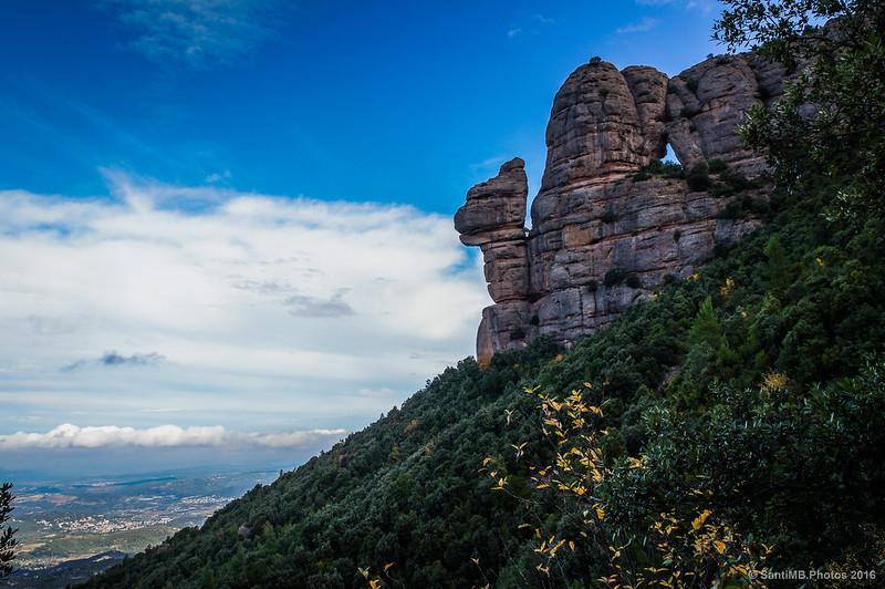 La Cadireta y la Roca Foradada bajo un cielo azul.