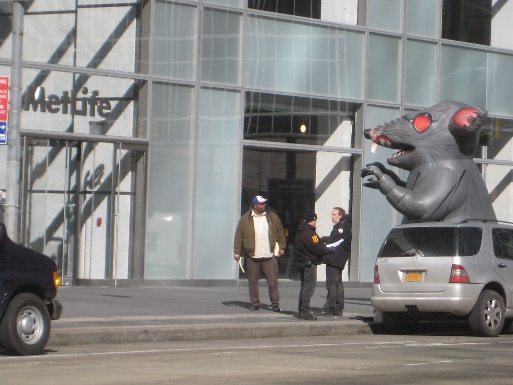 Giant Strike Rat Balloon 42nd And 6th Avenue 3469