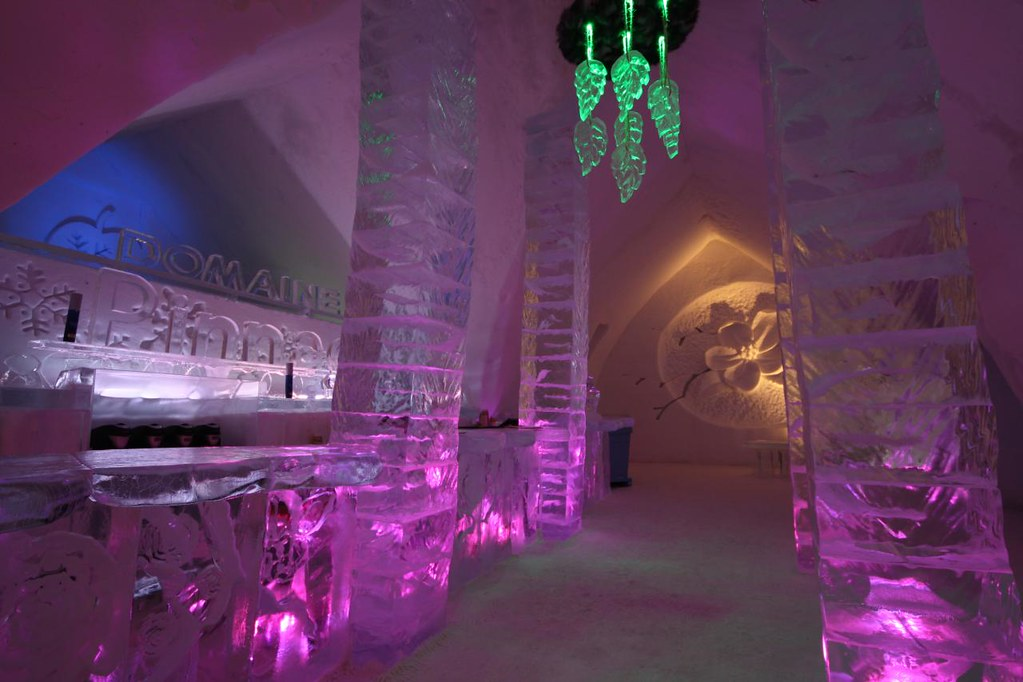 h tel de glace de quebec ice hotel le bar 39 39 caf glac. Black Bedroom Furniture Sets. Home Design Ideas