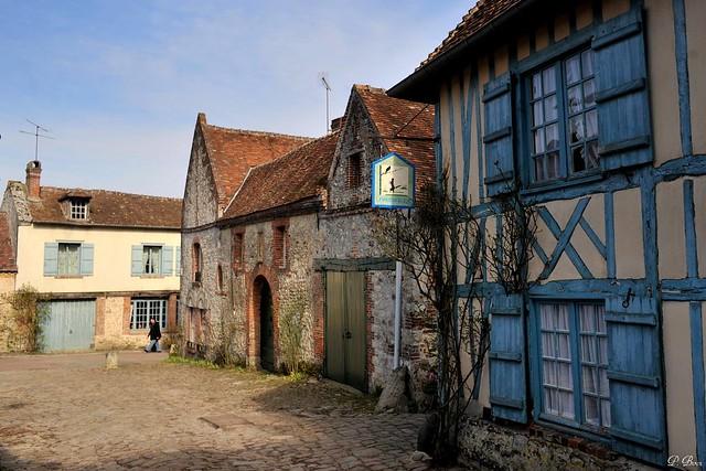 La maison bleue xviie s gerberoy oise flickr photo sharing - Maison bleue mobel ...