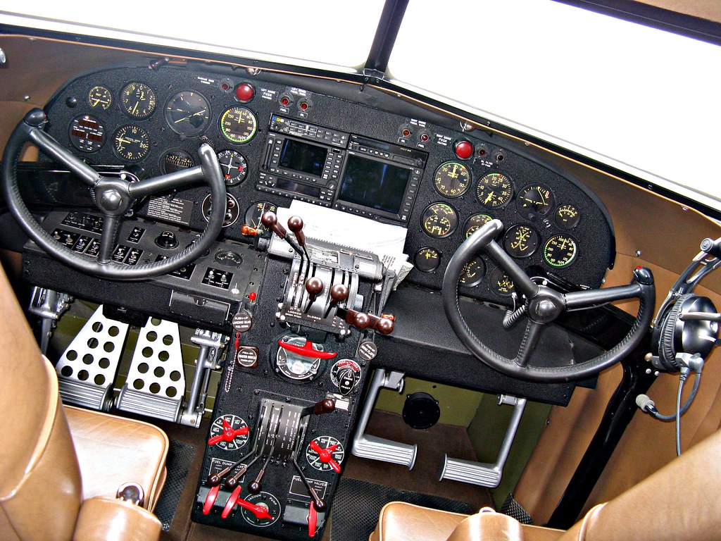 Lockheed Electra Cockpit View | Aircraft Description ...