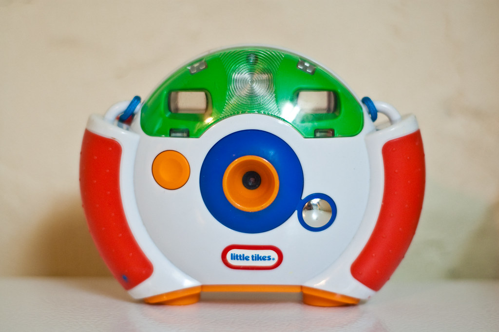 Little Tikes Camera  This seems to be a clone of the   -> Kuchnia Drewniana Little Tikes