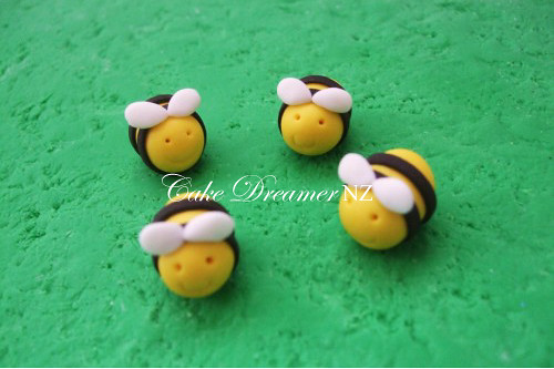 Bumble Bee Fondant Cake Topper