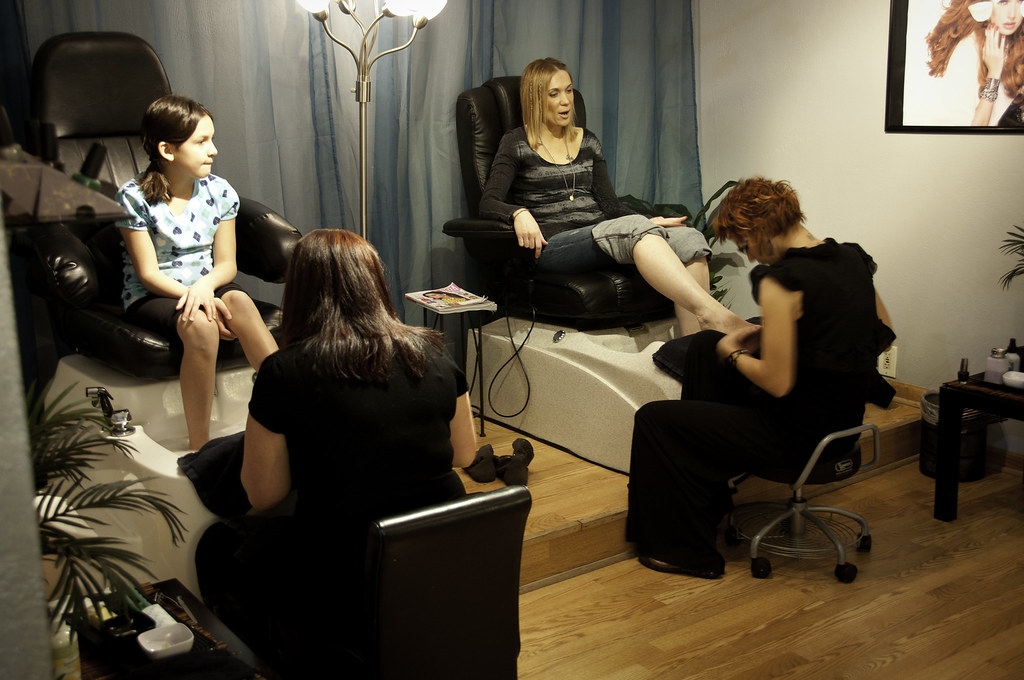 Nail services from bedazzled salon day spa roscoe il for Salon n 6 orleans