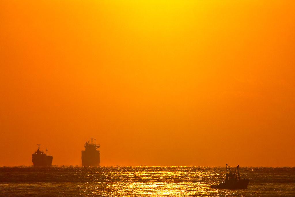 Orange Sky | Orange sky over the shining sea. | halfrain ...