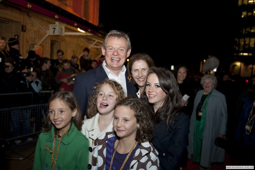 martin clunes and family martin clunes his wife