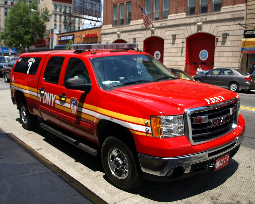 e093s fdny division 7 gmc 2500 fire chief car washington flickr. Black Bedroom Furniture Sets. Home Design Ideas