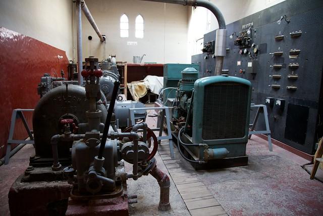 Generator room scotty 39 s castle scotty 39 s castle was for Interior room design generator