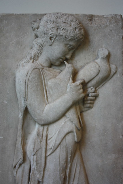 Marble grave stele of a little girl marble grave stele for Graue stuhle