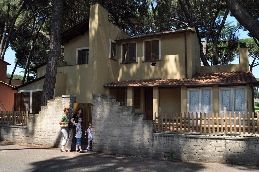 Cinecitt si mostra casa martini la casa dei martini e for Trovare un costruttore di casa