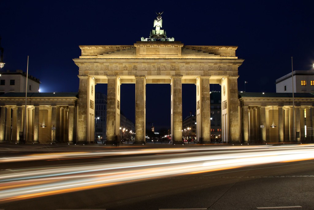 brandenburg gate at night - photo #15