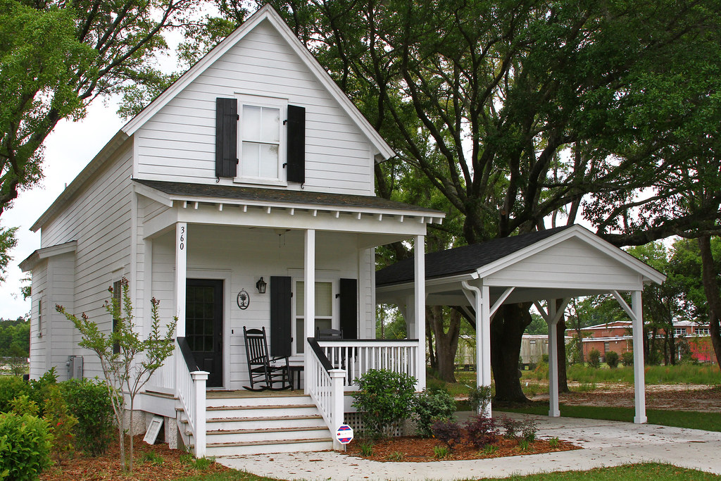 Nice little low country style cottage recently built in ri for Low country style homes