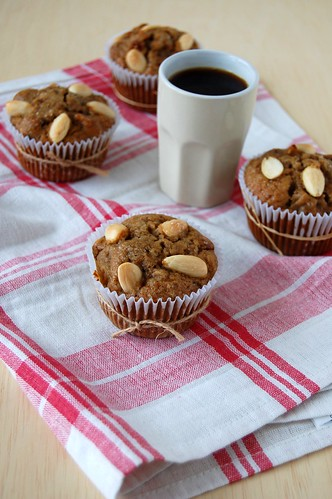 Apple cranberry muffins / Muffins de maçã e cranberries | by Patricia Scarpin
