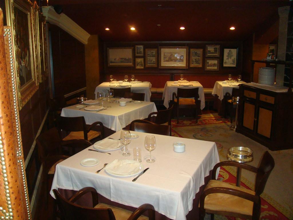 Restaurante puerta 57 madrid sal n del piso inferior for Puerta 57 restaurante