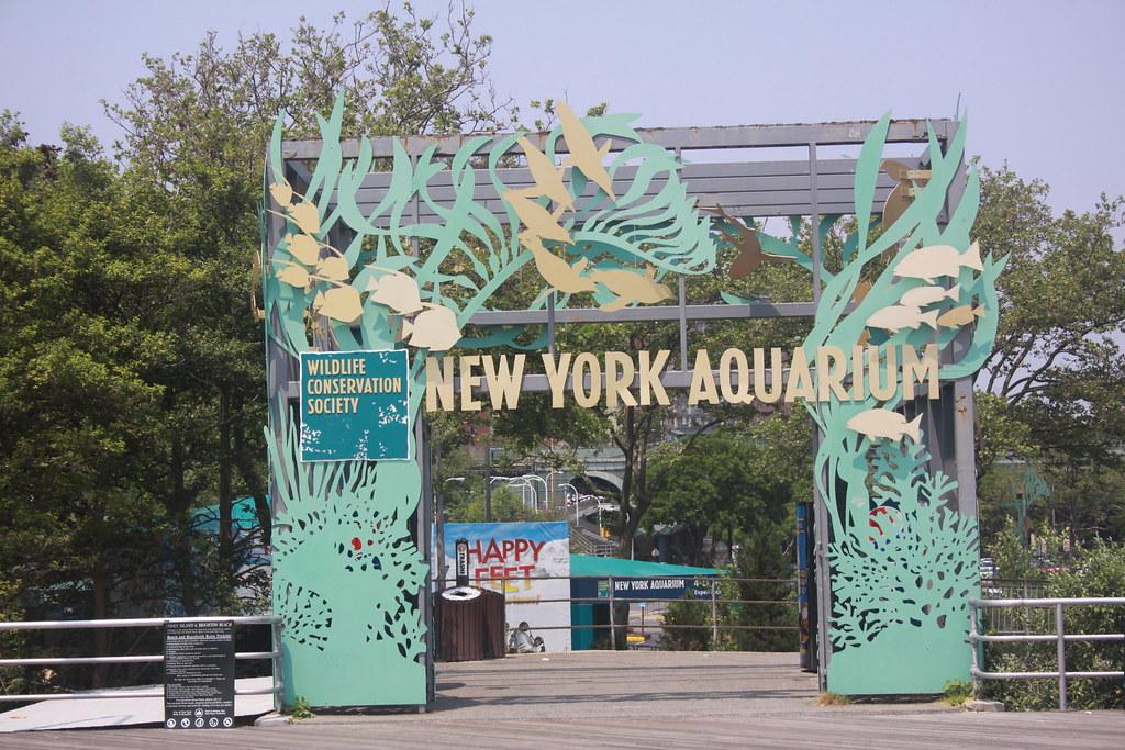 Boardwalk Entrance The New York Aquarium Is The Oldest