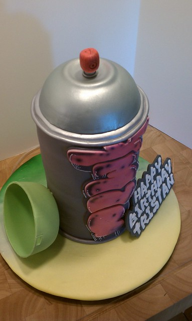 how to spray paint a cake