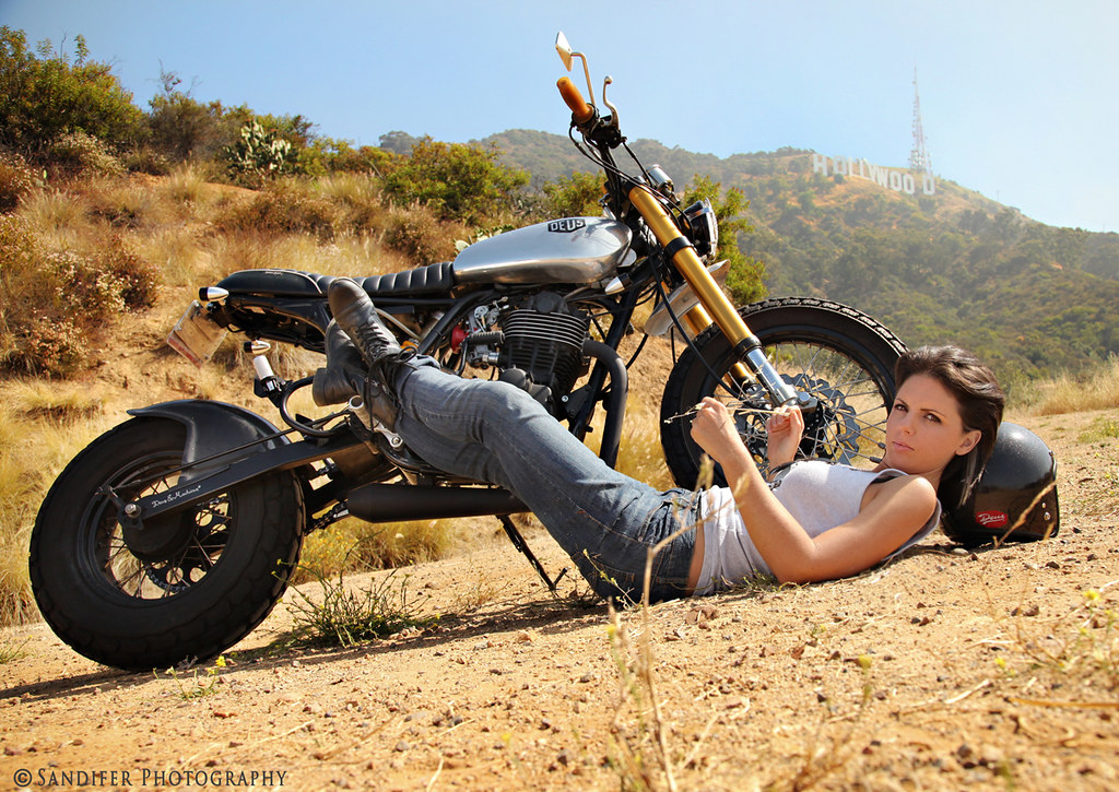 фото возле мотоцикла