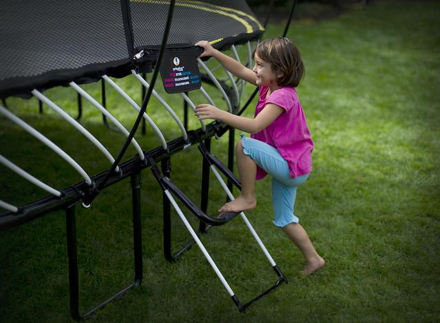 how to take apart springfree trampoline