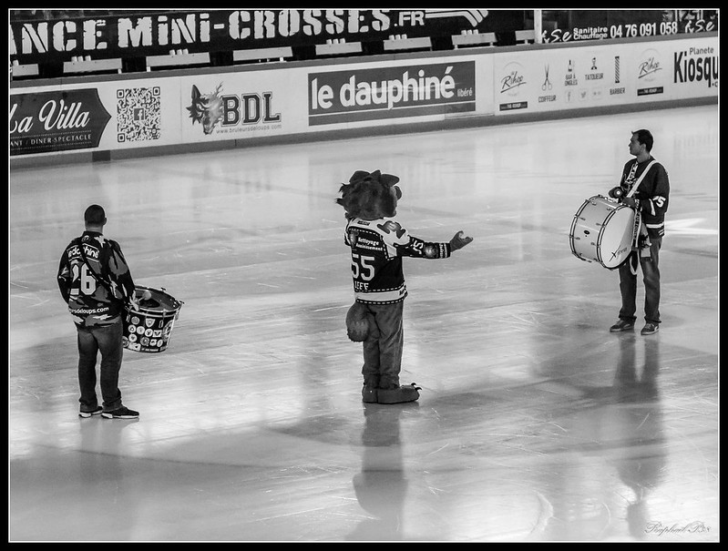 Hockey - Grenoble / Amiens 29600220593_63f34d36f0_c