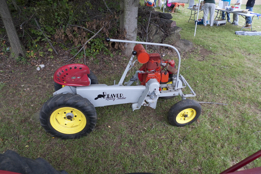 Vintage Beaver Riding Tractor | Ayers Knuth Farm Festival ...