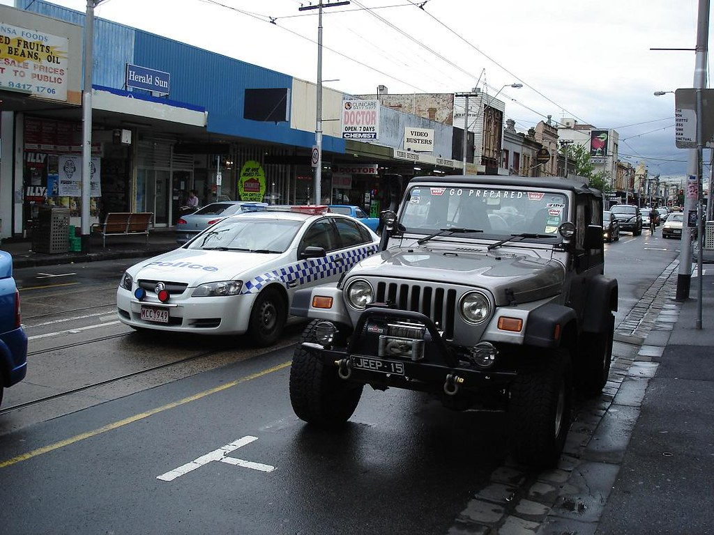 Jeep Wrangler & police car on Smith Street
