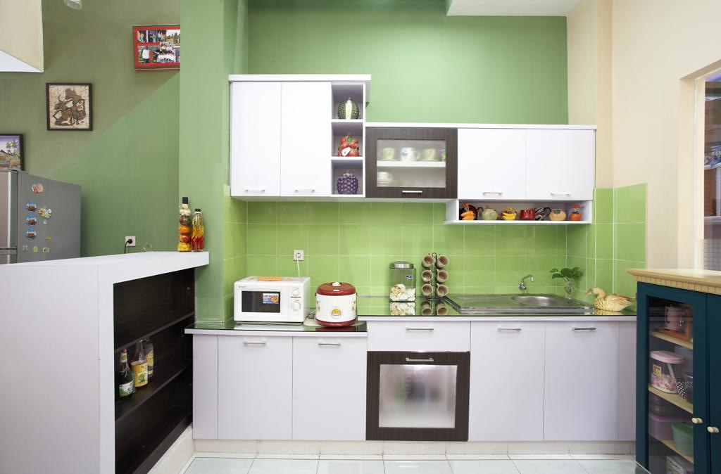 Dapur minimalis dapur dengan kitchen set yang didomonasi for Kitchen set hijau